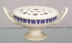 Wedgwood White Smear Glaze Stoneware Potpourri