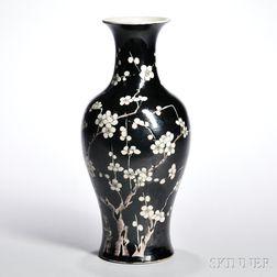 Famille Noir Prunus Vase