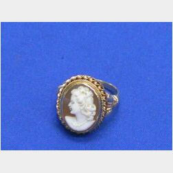 14kt Gold and Shell Cameo Ring.
