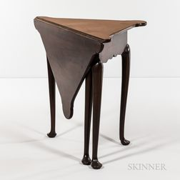 Queen Anne Mahogany Handkerchief Table