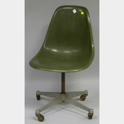 Eames Green Molded Fiberglass Swivel Desk Chair with Casters
