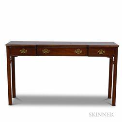 Hickory Chippendale-style Mahogany Sofa Table