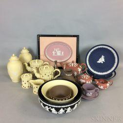 Eighteen Modern Wedgwood Ceramic Items
