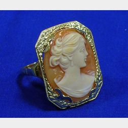 14kt Gold and Carved Shell Cameo Portrait Ring.