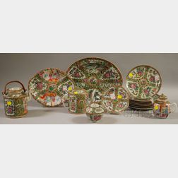 Fifteen Assorted Chinese Export Porcelain Table Items