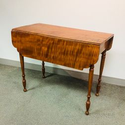 Late Federal Tiger Maple Drop-leaf Table