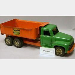 """Buddy """"L"""" Pressed-Steel Hydraulic Dump Truck"""