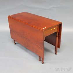 Late Federal Cherry Drop-leaf Table