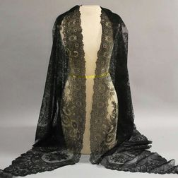 Triangular Black Chantilly Lace Shawl