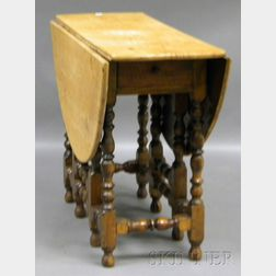 William & Mary-style Maple and Oak Drop-leaf Gate-leg Table