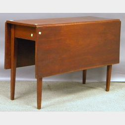 Federal Cherry Drop-leaf Table with Tapering Legs