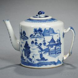 Nanking-style Export Blue and White Covered Teapot