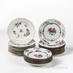 Twenty-five Chinese Export Porcelain Plates