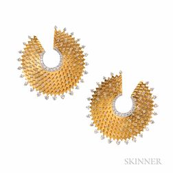 18kt Gold and Diamond Earrings, Umrao