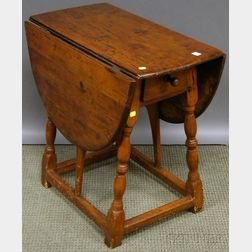 William & Mary Maple and Pine Drop-leaf Butterfly Table with End Drawer