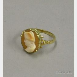 Antique English 18kt Gold Shell Carved Cameo Ring