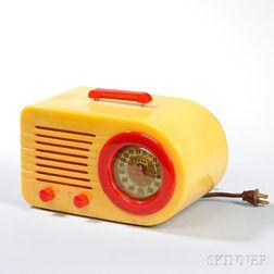 "Fada Model 1000 ""Bullet"" Catalin Table Radio"