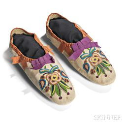 Cree Silk-embroidered Hide Child's Moccasins