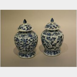 Early 19th Century Pair of Chinese Export Porcelain Blue and White Decorated Ginger