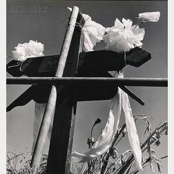 Manuel Alvarez Bravo (Mexican, 1902-2002)      Adorno de tumba (Grave Ornament)