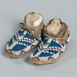 Cheyenne/Arapaho Beaded Hide Child's Moccasins