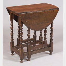 William and Mary Diminutive Oak Drop Leaf Gateleg Table