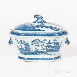 Canton Pattern Chinese Export Porcelain Tureen