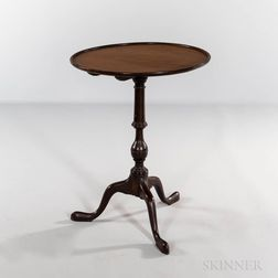 Chippendale Mahogany Dished Tilt-top Candlestand