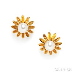 18kt Gold and Cultured Pearl Earclips, Van Cleef & Arpels