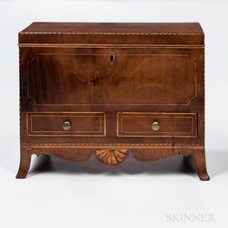 Federal Mahogany Veneer and String-inlaid Box
