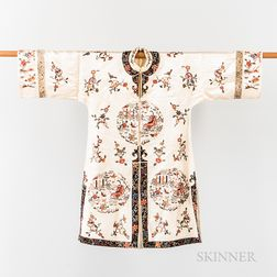 Woman's Informal Domestic Robe