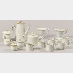 Fourteen Chinese Export Porcelain Items