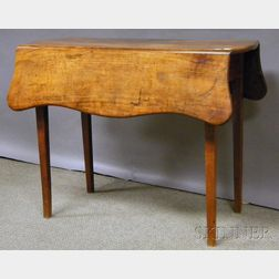 Federal Walnut and Cherry Serpentine Drop-leaf Pembroke Table with Tapering Legs