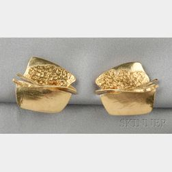 22kt Gold and 18kt Gold Earclips, Janiye