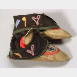 Pair of Great Lakes Beaded Cloth and Hide Moccasins