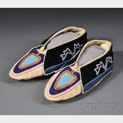 Delaware Beaded Cloth and Hide Moccasins
