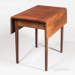 Small Federal Mahogany Drop-leaf Table