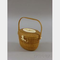 Woven Lidded Nantucket Basket/Purse