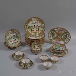 Thirty-two Pieces of Chinese Export Porcelain