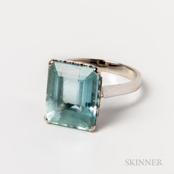 18kt White Gold and Aquamarine Ring