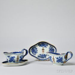 Pair of Fitzhugh Porcelain Armorial Sauceboats and Undertrays