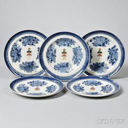 Five Fitzhugh Porcelain Armorial Dinner Plates