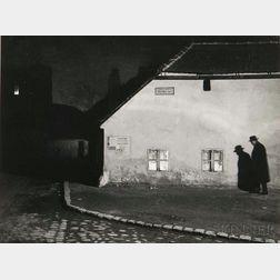 André Kertész (Hungarian/American, 1894-1985)      Bocskay-tér, Budapest