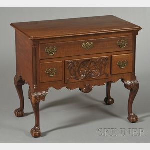 Chippendale-style Philadelphia-type Carved Figured Walnut Dressing Table
