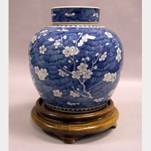 Chinese Blue and White Hawthorne Pattern Porcelain Jar.