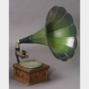 """Cockelehell"" Monarch Gramophone by the Gramophone & Typewriter Ltd."