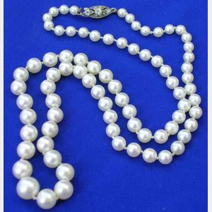 Graduated Cultured Pearl Necklace.