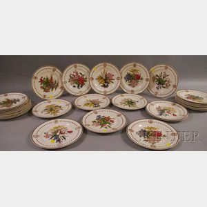 Thirty-one Wedgwood American State Flower Ceramic Plates