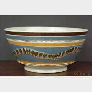 Mochaware London-shaped Bowl with Earthworm Decoration