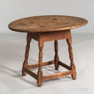 Early Pine and Maple Splay-leg Oval-top Tea Table